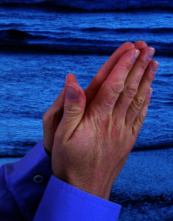 mains prière .png